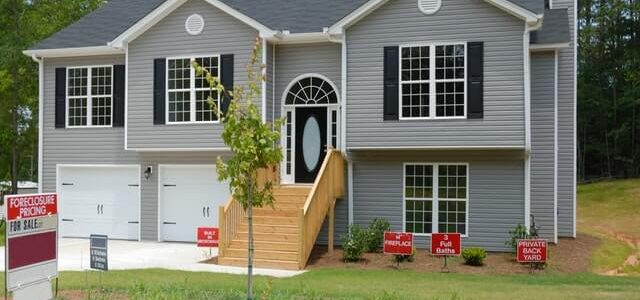 Should I Buy a Foreclosure? What Are the Risks?