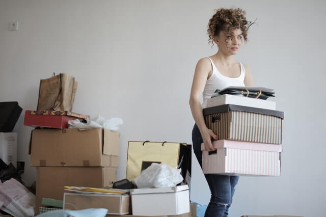woman with moving boxes after foreclosures in florida